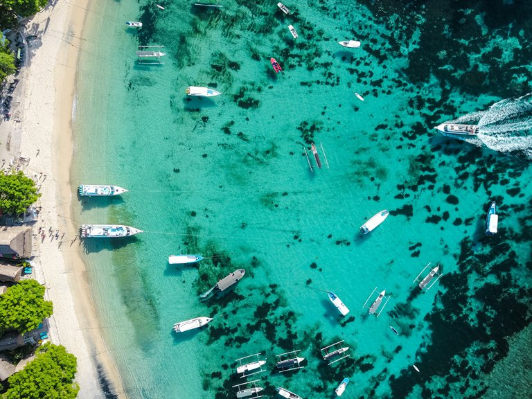 Bird's eye view of Mushroom Bay in Nusa Lembongan
