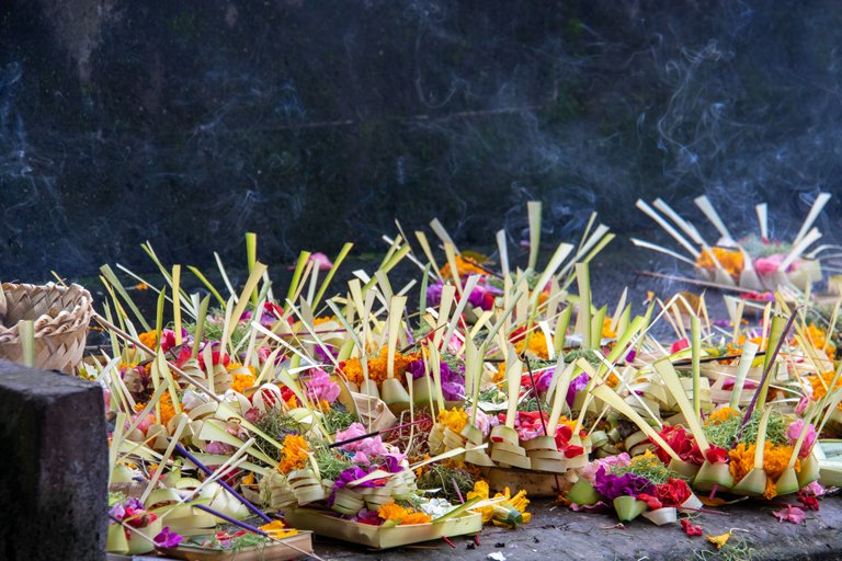 Several baskets of offerings to the Balinese gods